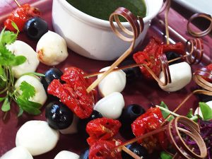 Mozzarella and tomato skewers with homemade pesto